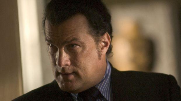 Ex-Undercoveragent Jonathan Cold (Steven Seagal) steht vor einer schwierigen...