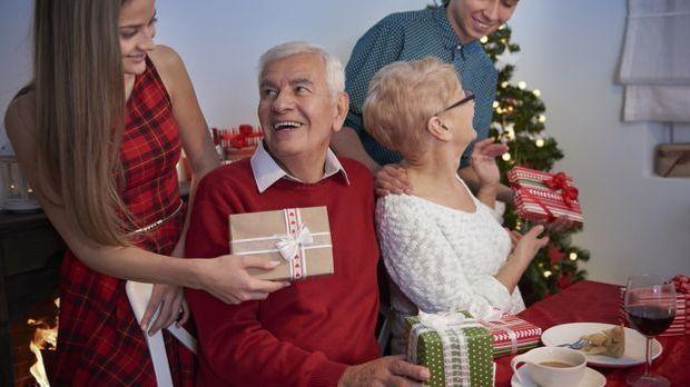 Weihnachtsgeschenke_2015_11_25_Weihnachtsgeschenke für Opa_Schmuckbild_fotoli...