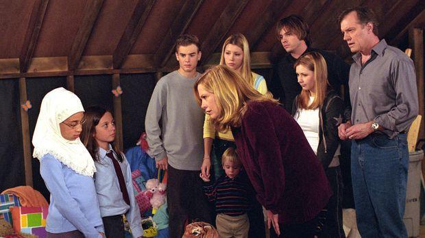 Als herauskommt, dass Ruthie (Mackenzie Rosman, 2.v.l.) eine Freundin (Ashley...