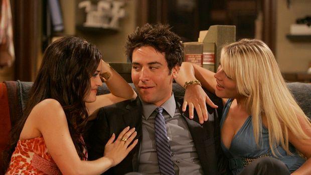 Trudy (Danica McKellar, l.) und Rachel (Busy Philipps , r.) machen Ted (Josh...