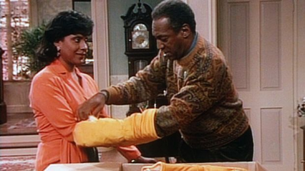 Clair (Phylicia Rashad, l.) ist nicht sehr begeistert, als Cliff (Bill Cosby,...
