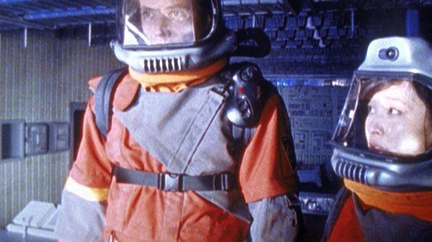 Major Bowen (Adam Baldwin, l.) hat sich in Major Talif (Joan Chen, r.) verlie...