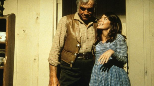 Die hochschwangere Teresa (Sian Barbara Allen, r.) und Ben (Lorne Greene, l.)...