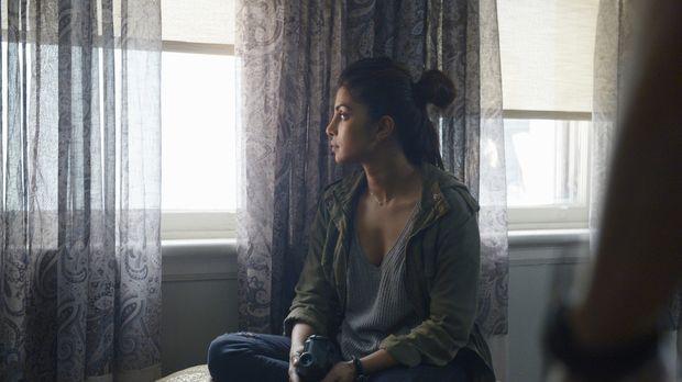 Ihr wird ein Terroranschlag unterstellt: Alex (Priyanka Chopra) versucht alle...