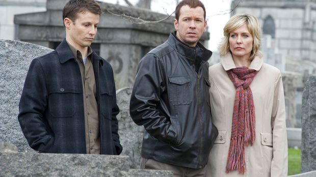 Jamie (Will Estes,l .), Danny (Donnie Wahlberg, M.) und Linda Reagan (Amy Car...