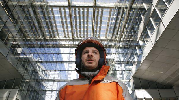 Sam (Michael Youn) arbeitet als Bote für einen Kurierdienst in Paris. © 2009...
