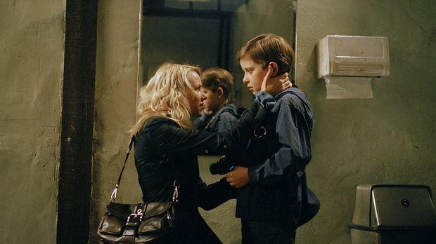 Die Journalistin Rachel Keller (Naomi Watts, l.) zieht mit ihrem Sohn Aidan (...