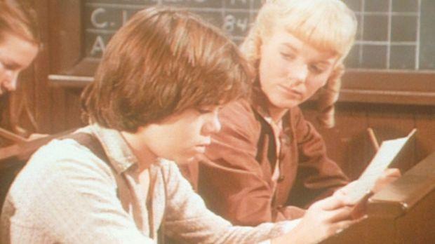 Nellie Oleson (Alison Arngrim, r.) zeigt Andy Garvey (Patrick Laborteaux, l.)...