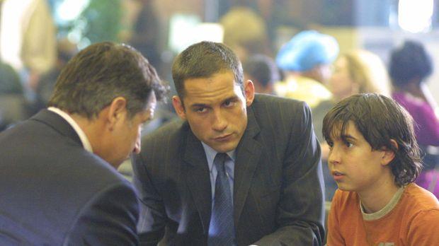 Nach vielen mühseligen Recherchen gelingt es FBI-Agent Danny Taylor (Enrique...