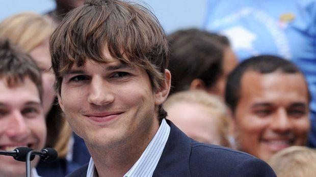 Ashton Kutcher bei einer Pressekonferenz