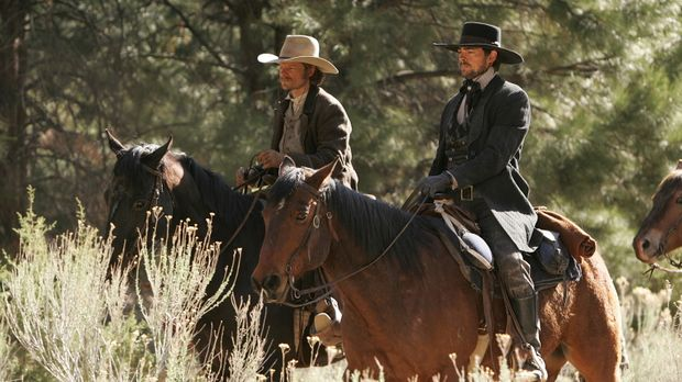 Während Gus (Steve Zahn, l.) und Woodroow (Karl Urban, r.) in der Prärie gege...
