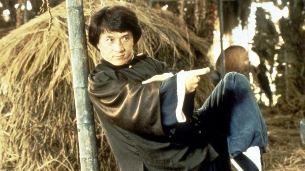 Wong Fei-Hong (Jackie Chan) bevorzugt mit seinem 'Drunken Fist'-Kampfstil ein...