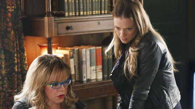 Ein neuer Fall beschäftigt JJ (AJ Cook, r.) und Garcia (Kirsten Vangsness, l....