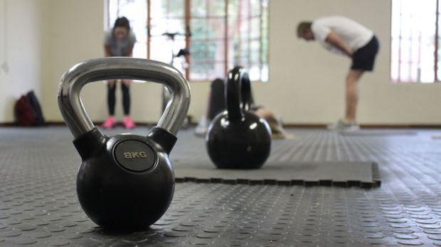 Kettlebell-Matte-Fitnessstudio-Sport-pixabay