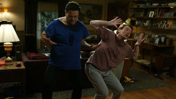 Als Hal (Bryan Cranston, r.) bei einem Essen eine Tanzmaschine entdeckt, ist...