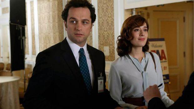 Wird Irina (Marina Squerciati, r.) es schaffen, Phillip (Matthew Rhys, l.) zu...