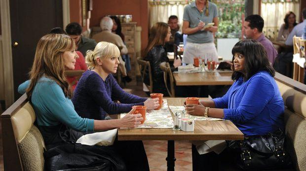 Regina (Octavia Spencer, r.) vertraut Bonnie (Allison Janney, l.) und Christy...