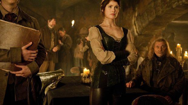 Seit Jahren zieht Gretel (Gemma Arterton, M.) mit ihrem Bruder über Land, imm...