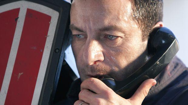 Die Polizei fahndet nun nach dem flüchtigen Michael (Jason Isaacs) für den di...