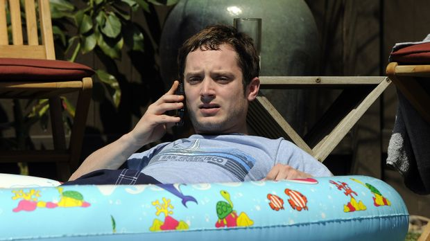 Da Ryan (Elijah Wood) in letzter Zeit nicht gearbeitet hat, ist inzwischen se...