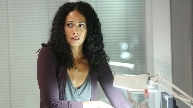 Als Lex erfährt, dass Jana (Christina Marie Moses) in Lebensgefahr schwebt, t...