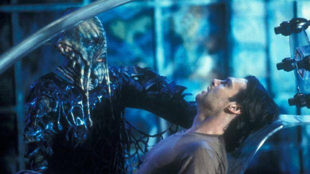 Das SG1-Team glaubt, dass Daniel Jackson (Michael Shanks, r.) bei einem Vulka...