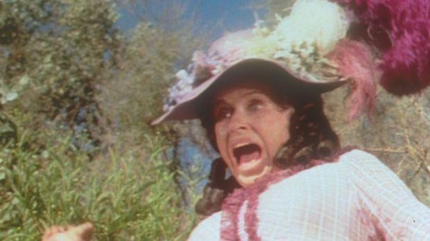 Entsetzt weicht Mrs. Oleson (Katherine McGregor) vom Seeufer zurück. Denn im...