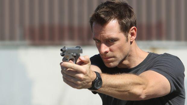 Detective Aiden Black (David Sutcliffe) nimmt sich eines Zeugen an, der auf e...