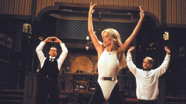 Tanzen mit Claudia Schiffer, M.: Richie Rich (Macaulay Culkin, r.) und sein t...