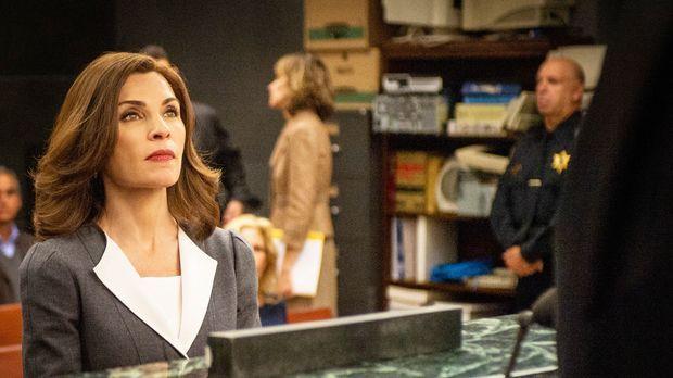 Obwohl Eli sein Bestes versucht, Alicia (Julianna Margulies) zu überreden, fü...