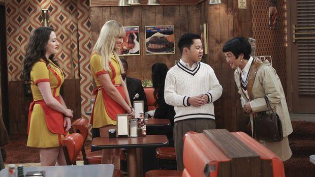 Für Lee (Matthew Moy, 2.v.r.) bedeutet der spontane Besuch seiner Mutter Su-M...