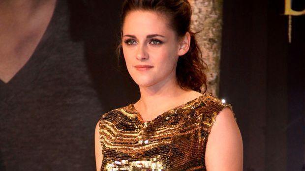 Twilight-Schauspielerin Kristen Stewart wurde in einem Tattoo-Studio gesehen....