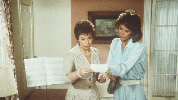 Die ahnungslose Millicent (Jenny O'Hara, l.) beherbergt einen tot geglaubten...