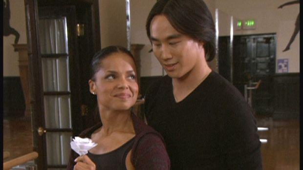 Amanda (Victoria Rowell, l.) hat sich in den chinesischen Tänzer Changteh (Ro...