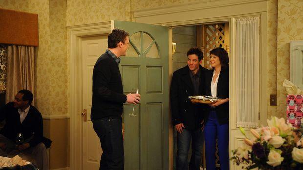 Lily und Marshall (Jason Segel, l.) geben in ihrem neuen Haus eine Einweihung...