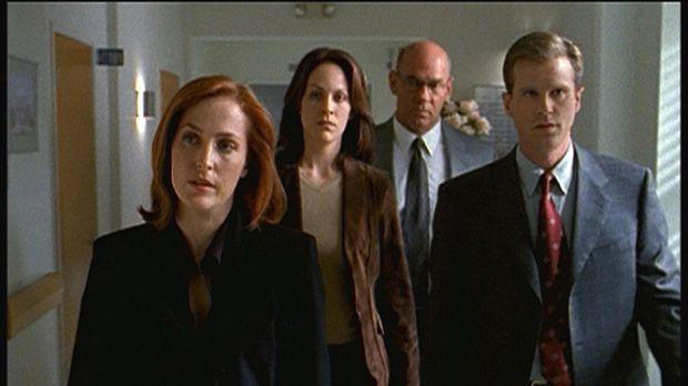 (v.l.n.r.) Scully (Gillian Anderson), Reyes (Annebeth Gish), Skinner (Mitch P...