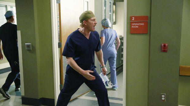 Während Meredith nicht weiß, ob sie Derek glauben kann, ist Owen (Kevin McKid...