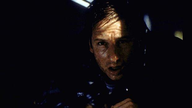 Mulder (David Duchovny) gerät während eines Hurrikans in Lebensgefahr. © TM +...