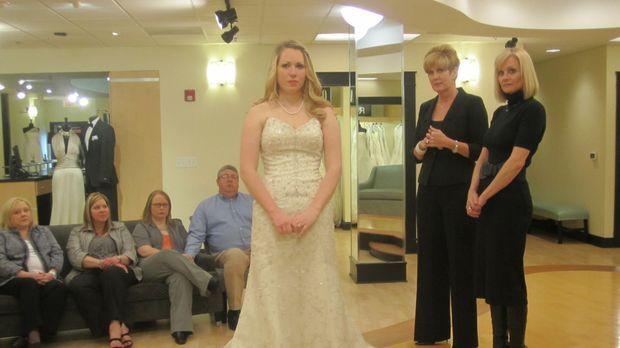 LeighAnn Floyd (M.) ist auf der Suche nach dem perfekten Hochzeitskleid ... ©...