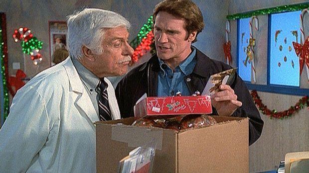 Mark (Dick Van Dyke, l.) und Steve (Barry Van Dyke, r.) haben eine Postkarte...