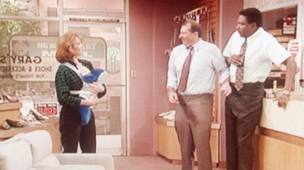 Al Bundy (Ed O'Neill, M.) und sein Mitarbeiter Griff (Harold Sylvester, r.) k...