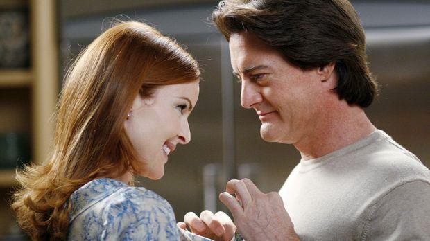 Bree (Marcia Cross, l.) kann es nicht glauben, aber Orson (Kyle MacLachlan, r...