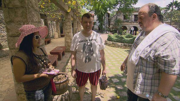 Reiner (M.) und Karlo (r.) auf Brautschau auf den Philippinen ... © SAT.1