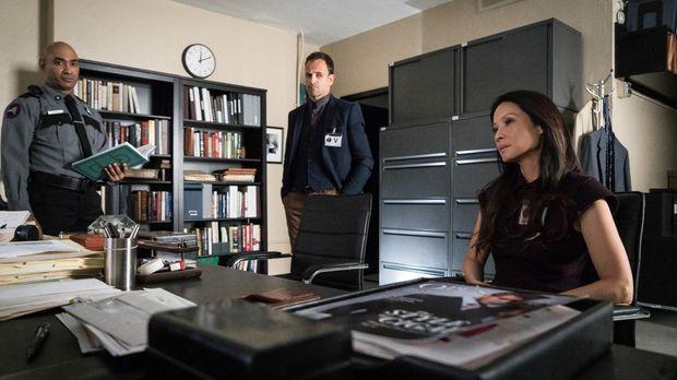 Joan (Lucy Liu, r.) und Sherlock (Jonny Lee Miller, M.) bekommen es mit einem...