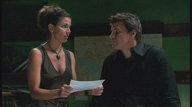Cordelia (Charisma Carpenter, l.) und Angel (David Boreanaz, r.) haben einen...