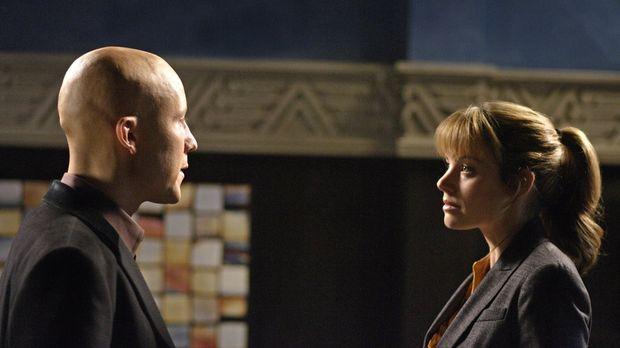 Nachdem Lois (Erica Durance, r.) die Story über Lex (Michael Rosenbaum r.) nu...