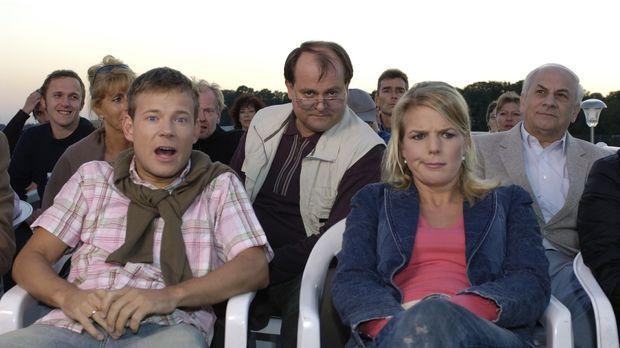 Nachdem sich Mathias (l.), der Neue in der Comedy-WG, super eingelebt hat, er...