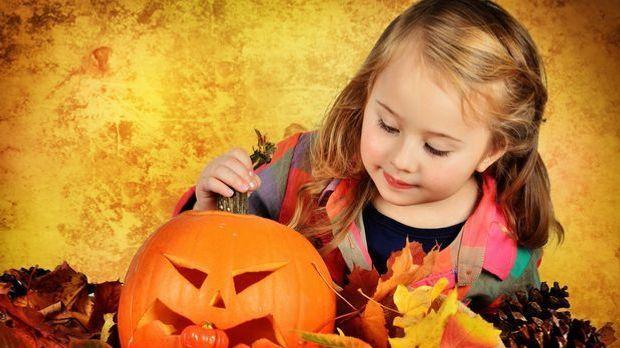 Halloween feiern_2015_10_20_Halloween Basteln mit Kindern_Schmuckbild_fotolia...