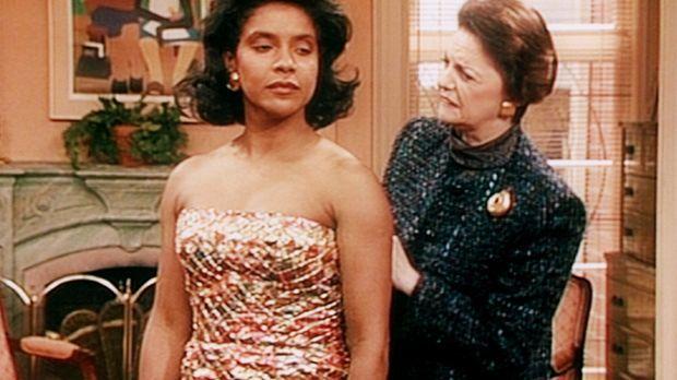 Die englische Schneiderin Barbara (Carole Shelly, r.) macht Clair (Phylicia R...