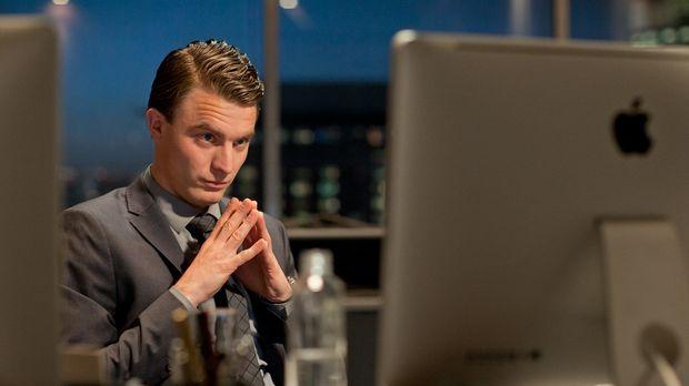 Während Tom (Friedrich Mücke) nach ein Lösung für sein Geschäftsführer-Proble...